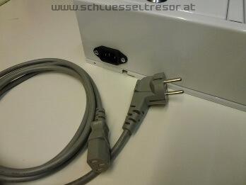 Anschluß mit plug & play Stecker